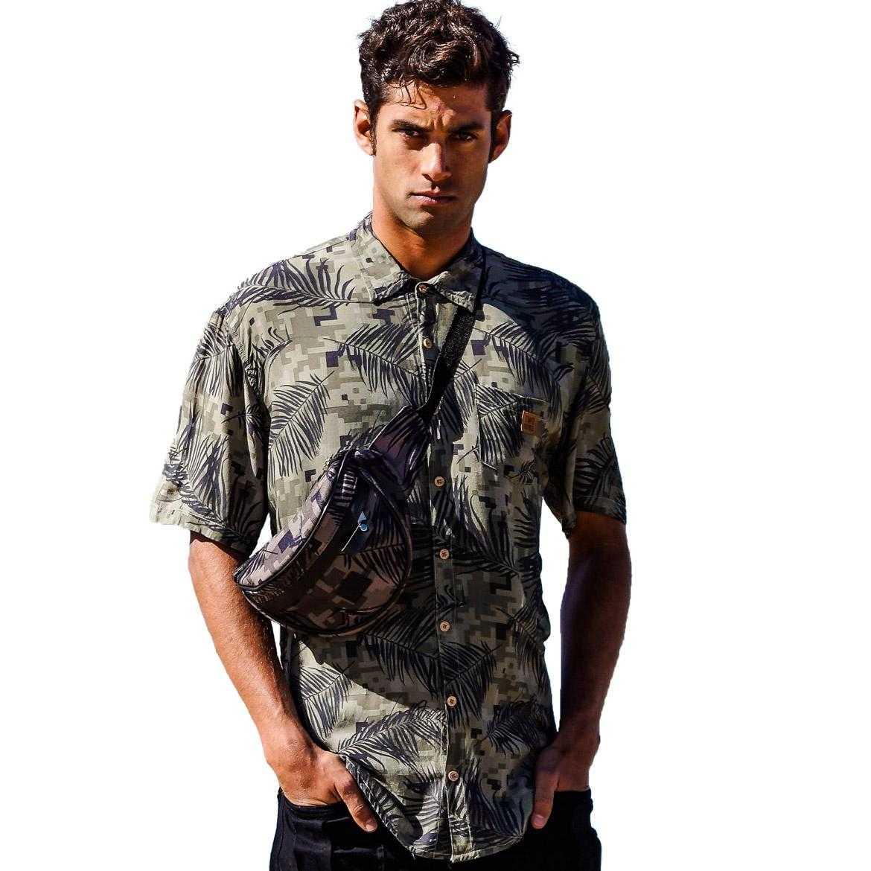 modelo com camisa de viscose